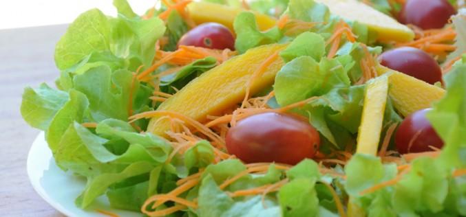 5 saladas refrescantes e saudáveis para o verão
