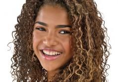 Salão de beleza revoluciona cuidados com o cabelo cacheado