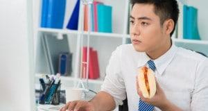 comer_no_computador