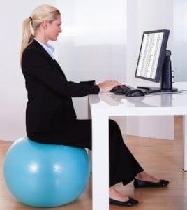 postura_correta_bola_de_pilates