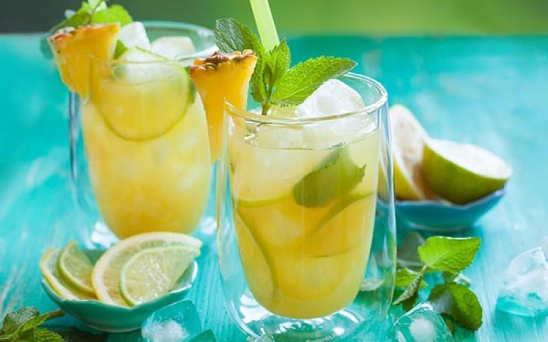 Bebida refrescante de abacaxi para perder peso