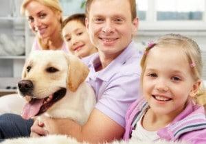 familia_com_cachorro