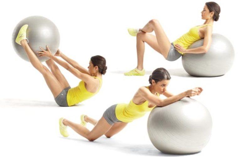Exercícios na bola de pilates para uma barriga plana